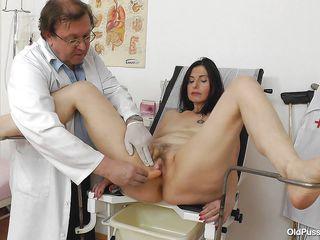 Пришла на прием к доктору порно