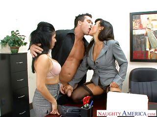 Секс вечеринка в офисе