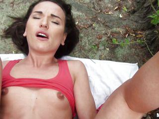 первый раз трахают в жопу порно