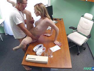 Порно ролики на приеме у врача