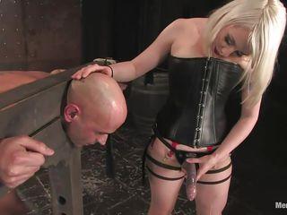 Порно блондинки в попу